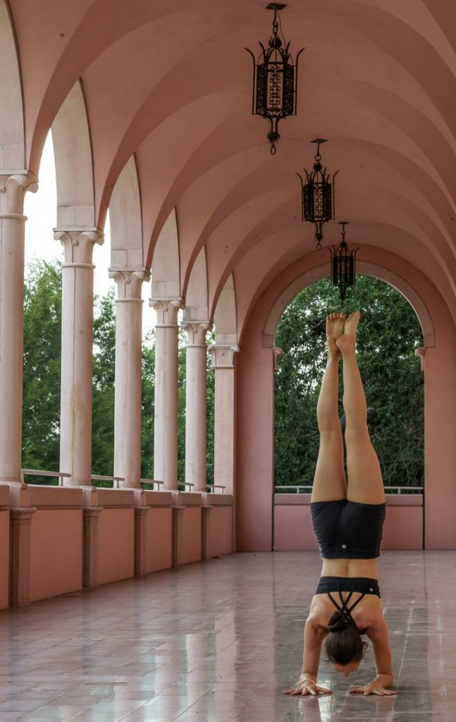 Yoga-ForearmStand-Ringling